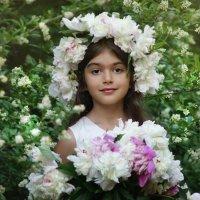 Девочка с пионами :: Наталия Ефремова