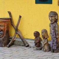 Во дворе кафе очень много интересного. :: Татьяна Помогалова