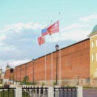 Флаги на набережной :: Юрий Кузьменок