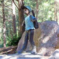 Маленкий турист на детской площадке :: Валерий Новиков