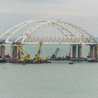 Арка Крымского моста :: Uliya