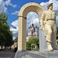 Памятник воинам-интернационалистам в Калуге. :: Лариса Вишневская