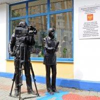 Памятник тележурналистам в Калуге. :: Лариса Вишневская