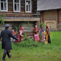 Девки,жених идет! :: Валерий Талашов