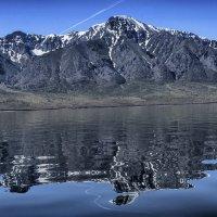 горное отражение на Байкале :: Георгий