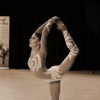 Танец. :: Александр Бабаев