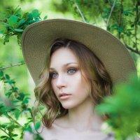 Девушка в парке :: Екатерина Камышникова