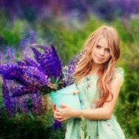 Девочка в люпинах :: Марина Зотова