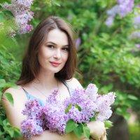 Девушка с сиренями :: Альбина Васильева