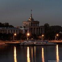 Огни вокзала городского :: Александр Горбунов
