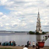 Калязин. Затопленная колокольня... :: Андрей Болдин
