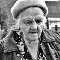 Чья то бабушка! :: Антоха Л