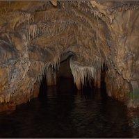 Подземное озеро в пещере Дирос. Греция. :: Lmark