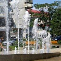 Свежие брызги фонтана :: Татьяна Смоляниченко