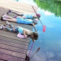Мои рыбачки! Ловили мальков, визжали и отпускали! :: Татьяна Помогалова