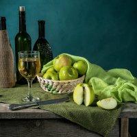 Натюрморт с зелёными яблоками :: Алексей Кошелев