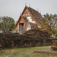 Храм в Аютхайе... :: Cергей Павлович