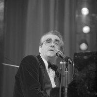 Мише́ль Легра́н — французский композитор, пианист, аранжировщик, дирижёр и певец. :: Игорь Олегович Кравченко