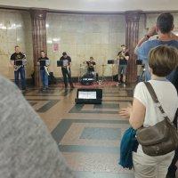Музыкальная пауза в метро Курская :: Galina194701