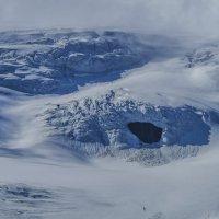 пещера в леднике :: Георгий