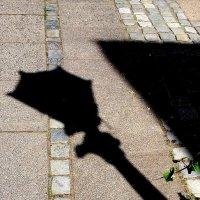 Скучающий по сумеркам фонарь :: Валерий Розенталь