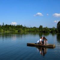Что может быть прекрасней: лето, вода, двое влюбленных в лодке. :: Ирина Лежнева