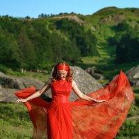 Девушка в красном :: Юрий Захаров