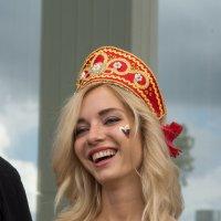 Она не плачет, она смеется :: Александра