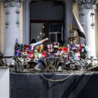 Балкончик на Тверской (Москва). Мундиаль однако ... :: Сергей Козырев