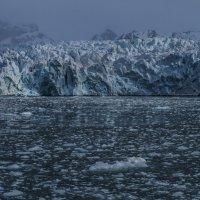 ледник рожает айсберги :: Георгий А