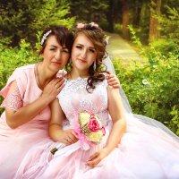 Солнечная свадьба мама и невеста :: Tatyana Zholobova