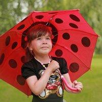Девочка под зонтиком :: Римма Алеева