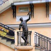 Памятник воздухоплавателю Сергею Уточкину :: Елена Даньшина