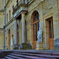 У Главного Входа в Большой Гатчинский Дворец... :: Sergey Gordoff