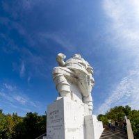 Святогорск. Памятник Артему :: isanit Sergey Breus