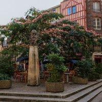 Руан. Памятник Клоду Моне. :: Надежда Лаптева