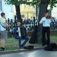 Музыканты на Чистопрудном бульваре. :: Елена