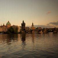 Предверняя Прага из окна катера :: Михаил Малец