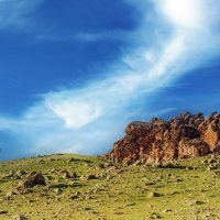 Скала на вершине холма :: Андрей Семенов