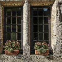 каменное окно в деревни, прочное :: Георгий