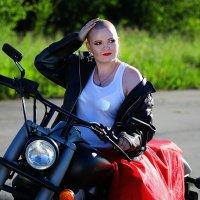 Девушка на байке :: Ирина Лежнева