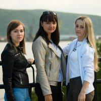 Девушки на балконе :: Николай Гейкер