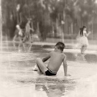 Где бы мы ни упали...Или Тому, кто проливает дождь... :: Людмила Павлова