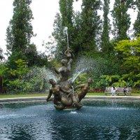 Фонтан Нептун в Саду роз королевы Мариии :: Тамара Бедай