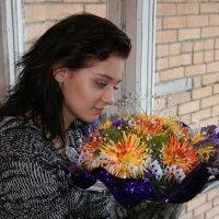 Девушка и букет цветов :: Дмитрий Солоненко