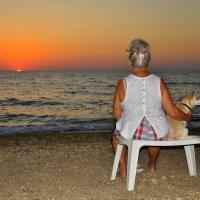 Дама с собачкой  любуются закатом . :: Любовь