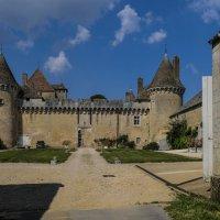 замок Рюйи ( Rully) XII век :: Георгий