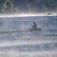 утро.испарения.рыбак. :: юрий иванов