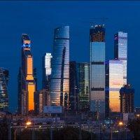 Москва-Сити на закате. :: Юрий Дегтярёв