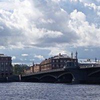 Облака над Благовещенским мостом :: Елена
